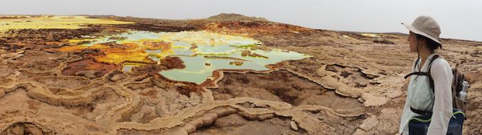 Silbia López de Lacalle, no volcán de Dallol, en Etiopía. Fonte: sea-astronomia.es.